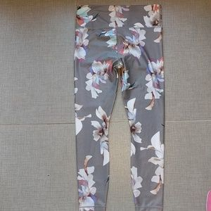 1c5d7175fead17 Athleta Pants - Athleta 'Elation Paradise' 7/8 tight